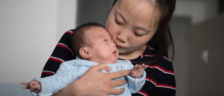 """太原:山西首例孕24周""""手掌婴儿""""救治成功"""