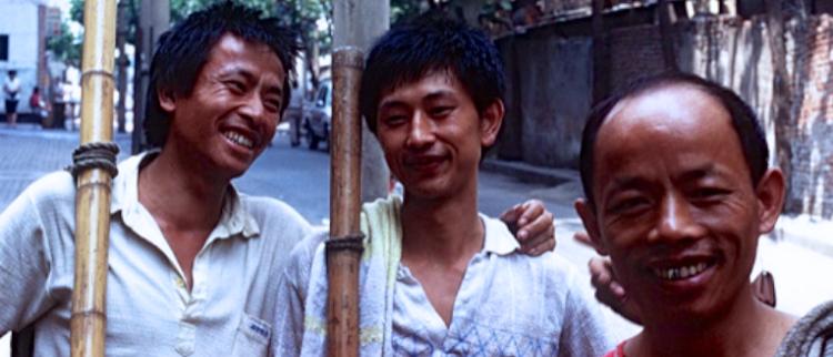 """山城棒棒:1990年代重庆""""活地标"""""""