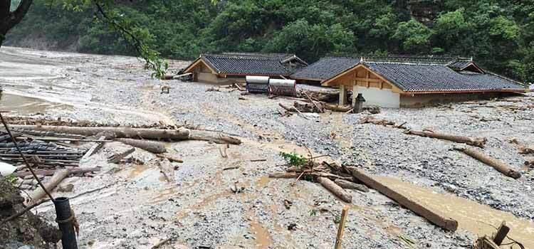 九寨沟特大泥石流灾害:房屋被埋