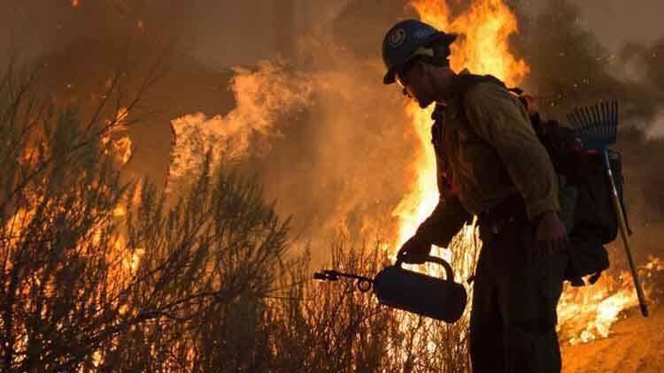 美国加州大火 大批居民撤离