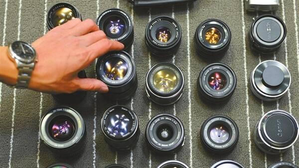 """小伙收藏相机几百台 """"全家福""""太壮观"""