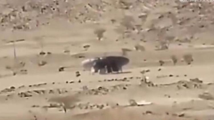 沙漠现UFO瞬间位移 拍摄者失控尖叫