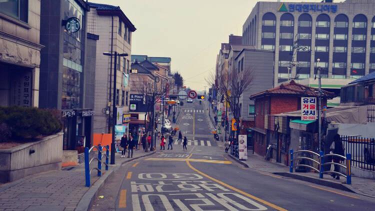 韩媒:中国暂停赴韩团体游 来看韩国街头