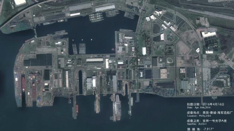 中国卫星高清拍摄美军港 航母清晰可见
