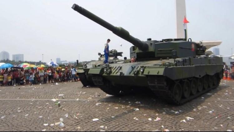 印尼最新豹2主战坦克到货