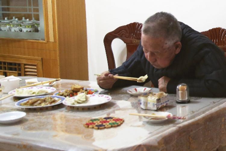 《在人间》第143期:一年年老去的爷爷