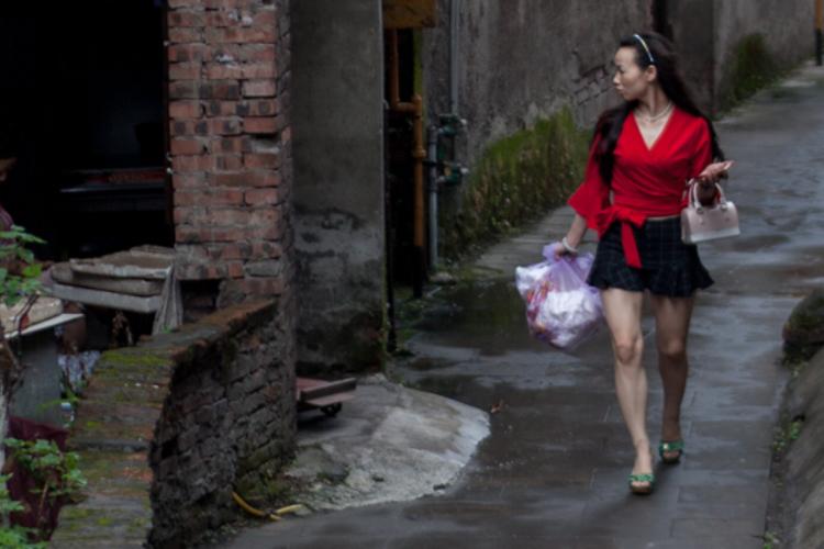 """《在人间》第138期:在重庆""""城中村""""生活"""