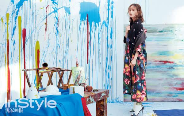 张钧甯登开年封面显自信从容 优雅玩转街头涂鸦风 时尚潮流 第4张