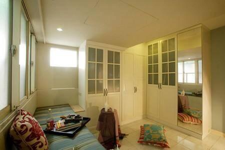 家居装修效果图:梳妆台,也是比较简单的