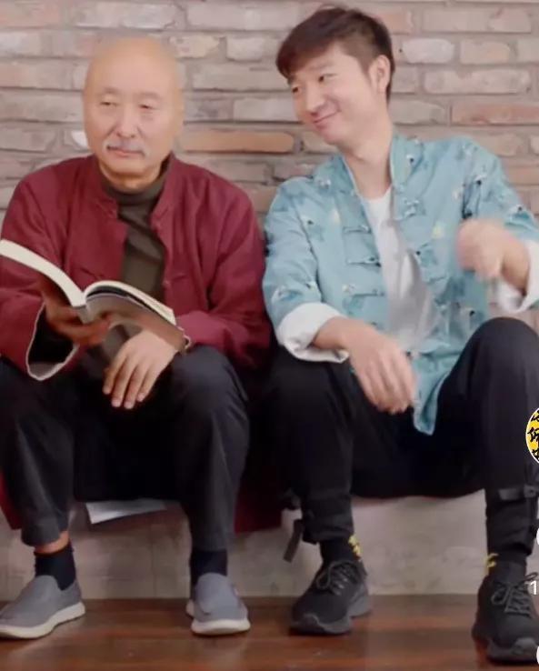 66岁陈佩斯与儿子下棋耍无赖?陈大愚子承父业,父子俩成了网红?