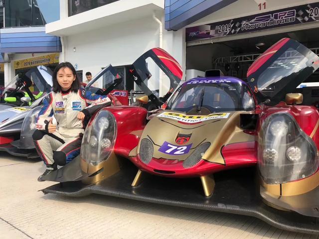 在F1电竞赛场上乘风破浪的姐姐们来了
