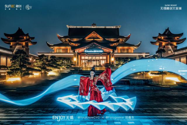我被太湖明珠的夜晚刷屏,可以很中国,也能很魔幻