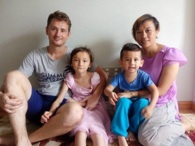 乌克兰帅哥学霸拿到中国绿卡 娶中国妻子生两娃_图1-1