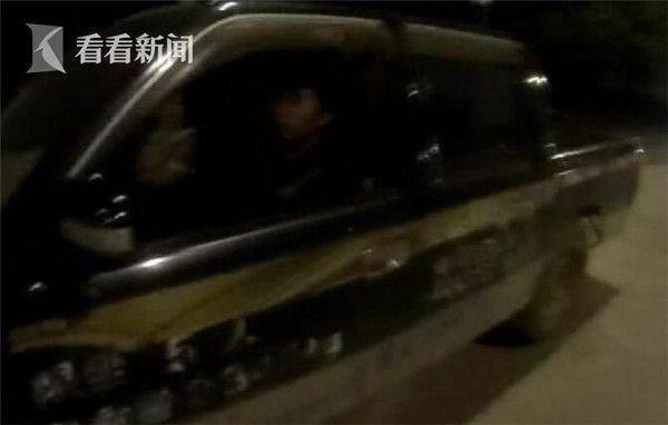 情侣深夜车内叠罗汉 老司机教开车画面惊呆交警