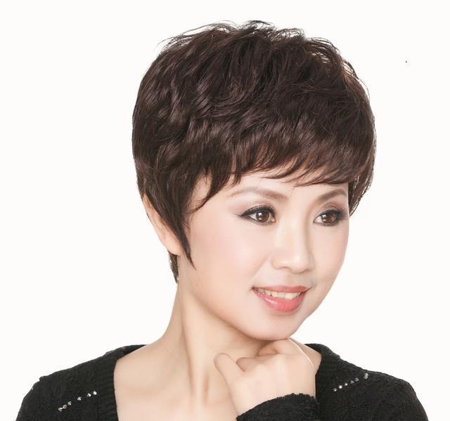 50岁女人短发最新发型_真发假发女短发短卷发 女士逼真圆脸发型假发套 中老年妈妈假头发