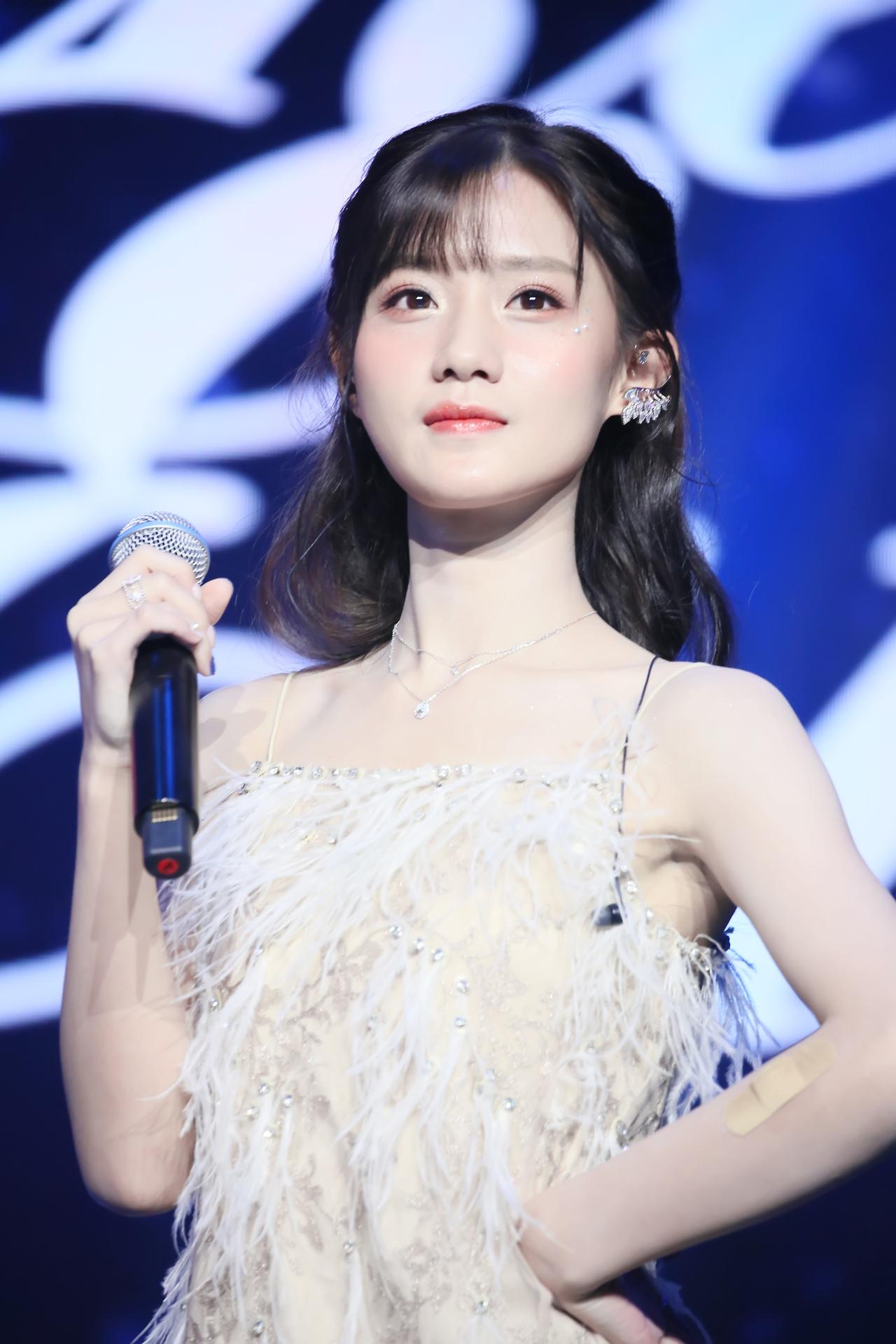 """陈意涵estelle生日会实力宠粉 送粉丝演唱会""""特权黑卡"""