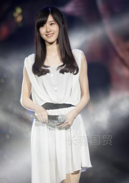 章泽天大学主持节目旧照曝光,那时的她长这样