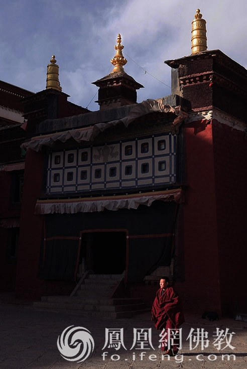 这座萨迦派主寺有108个大殿 文物多到数不清