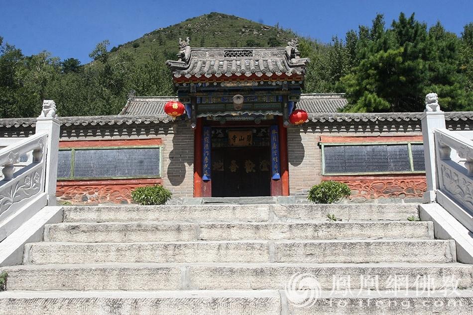 五台山仅有的一座戒坛就在这座寺院里