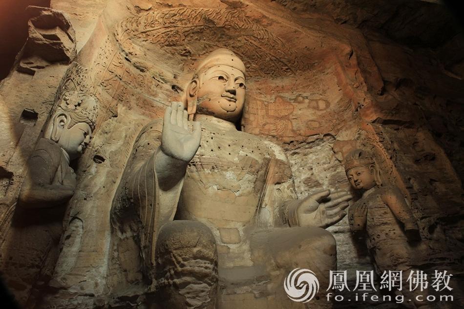 云冈石窟里的佛祖微笑!