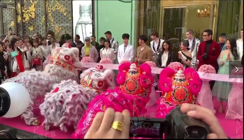 范冰冰美容院开业,李晨范丞丞携亲友团到场剪彩