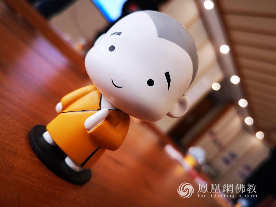 """上海释小白带""""侬""""探班凤凰网佛教通讯员玉佛禅寺交流营"""
