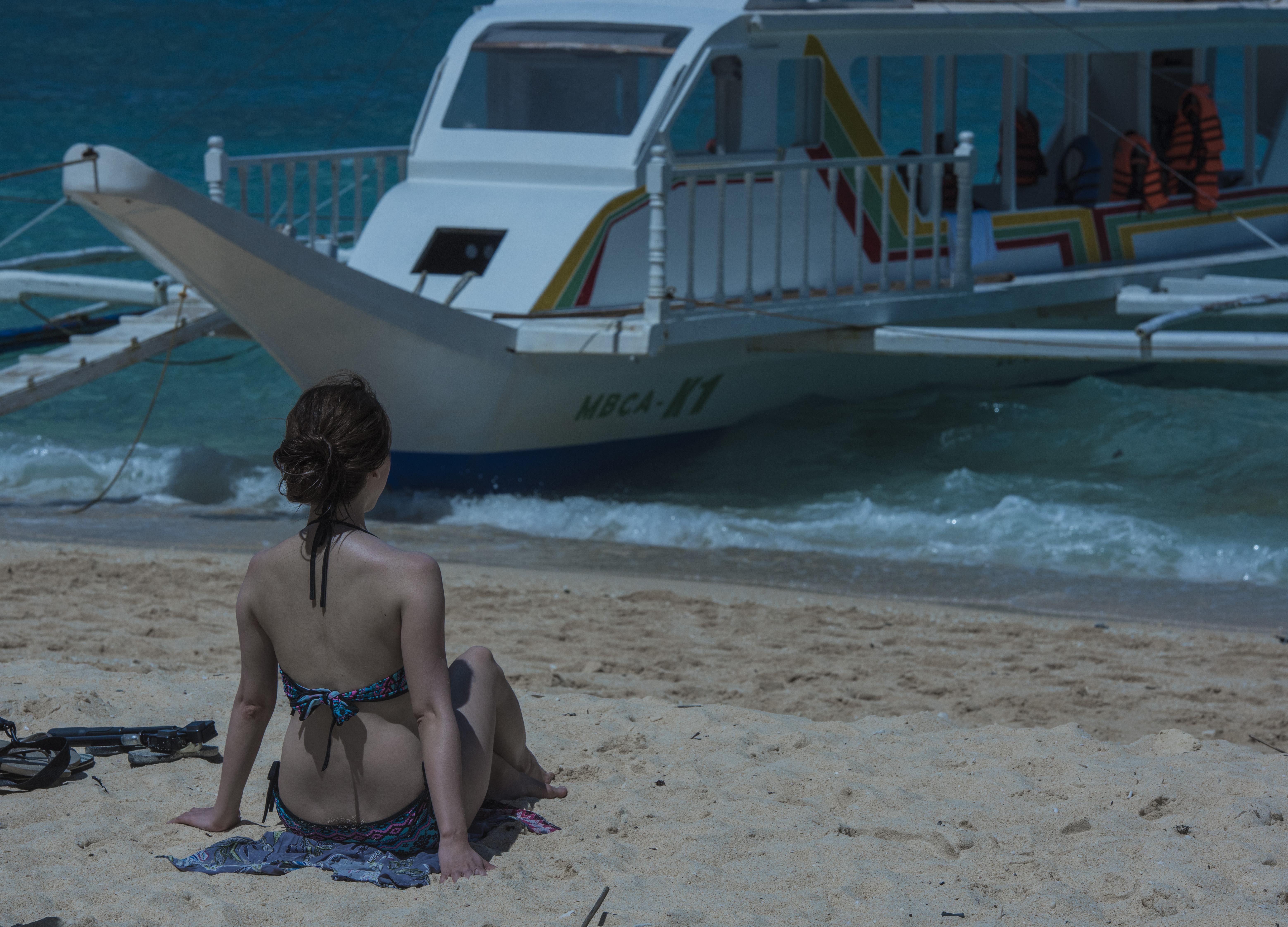 最为细腻的白沙滩上全是美女,这个岛惊艳了东南亚