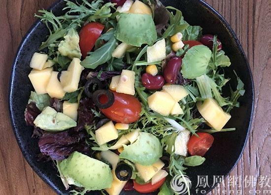餐前吃营养蔬菜可以预防胃癌