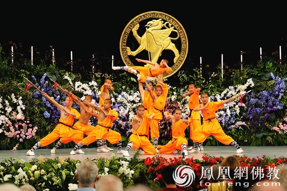 实拍:莆田南少林寺武僧赴英国表演中国功夫