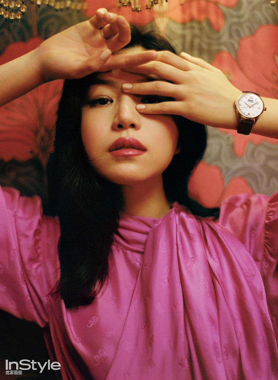 陈妍希草莓亮片裙吸睛 复古封面大片重回80年代