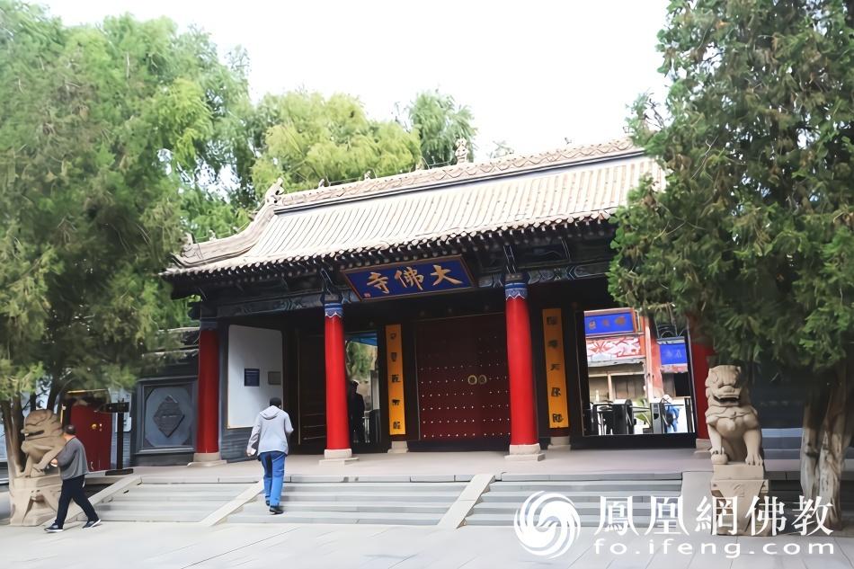 在河西走廊张掖有座大佛寺 闻名国内外