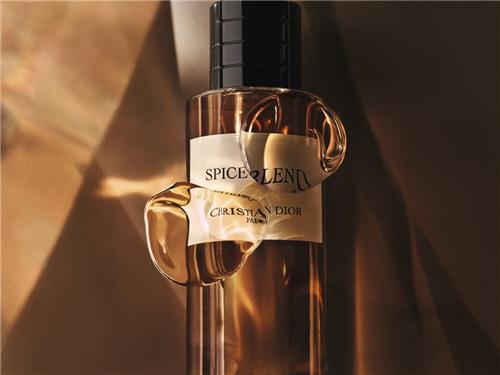 让这抹梦幻般的馥郁香气蔓延你的新年美梦!