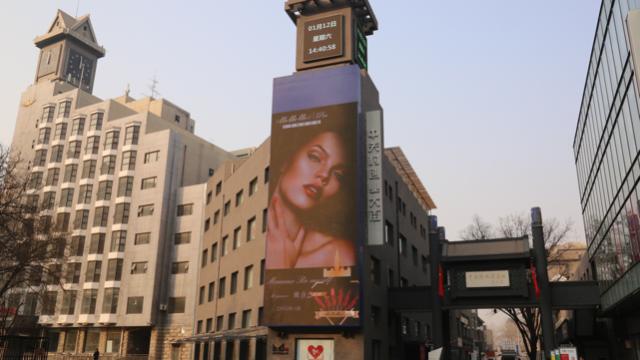一二传媒:中关村大街中关村大屏创业大厦国内的纳斯达克大屏