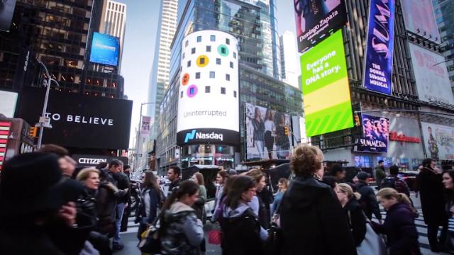 一二传媒:王一博荣登纽约时代广场大屏路透屏纳斯达克大屏广告屏