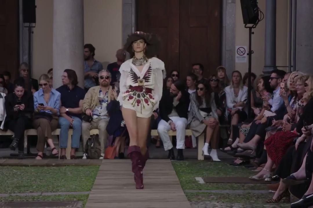 2020女鞋时尚流行趋势 多种创意鞋设计或将颠覆你对时尚的认知