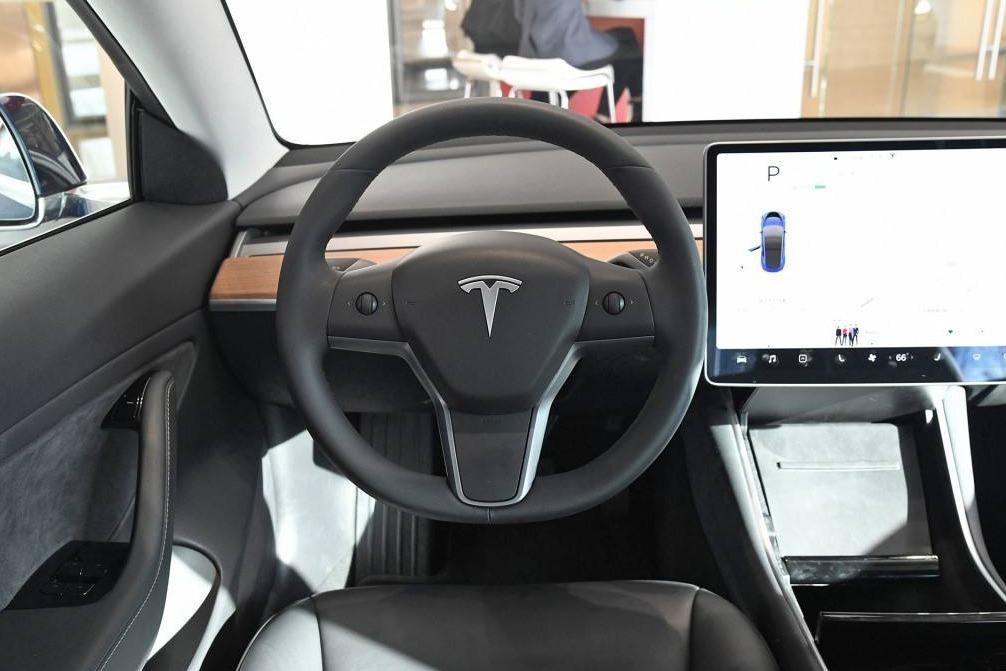 特斯拉新专利曝光,方向盘集成换挡功能取消传统挡杆,看完好期待