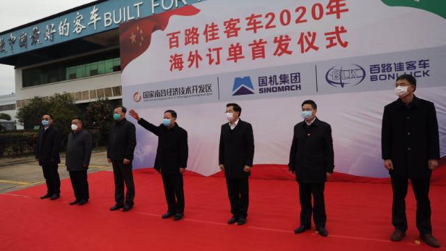 中国恒天·百路佳105台客车驶往中东