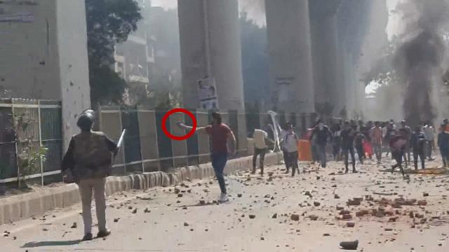 印度首都地区发生骚乱至少7人死亡150多人受伤 街头一地狼藉