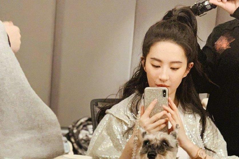 刘亦菲瘦身成功秀腹肌 女明星胖着玩谁也别当真