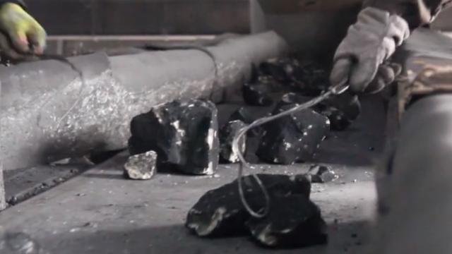 探访兰州老牌煤矿:手工捡煤仍在 慧眼识煤传承老手艺