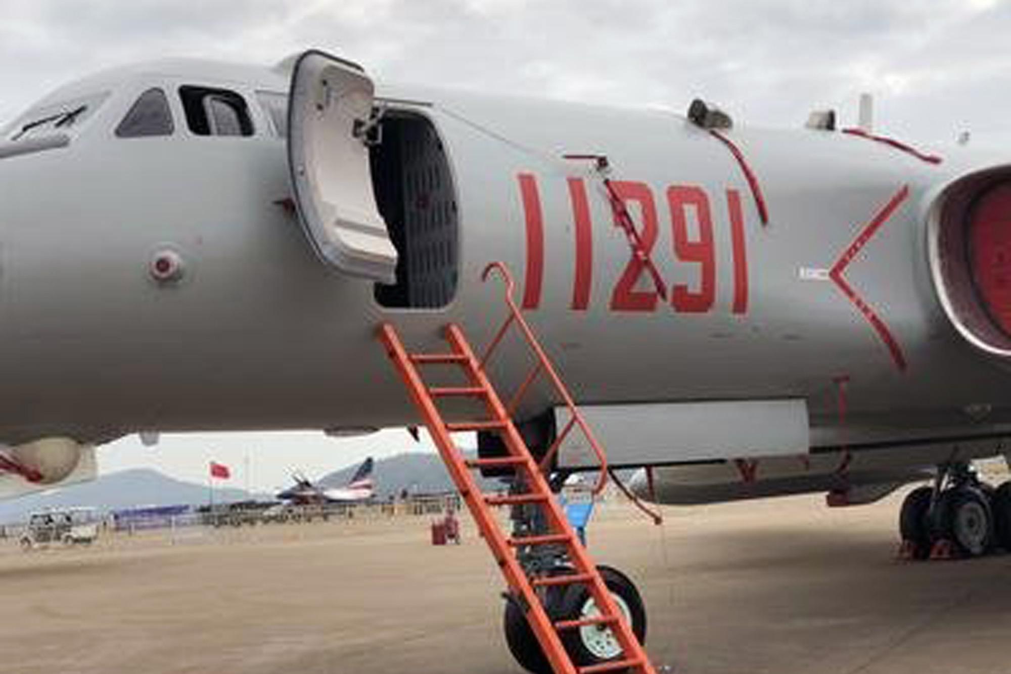 """中国轰6K和美国B52,两款都是""""老神仙"""" 看后国人不得不服"""