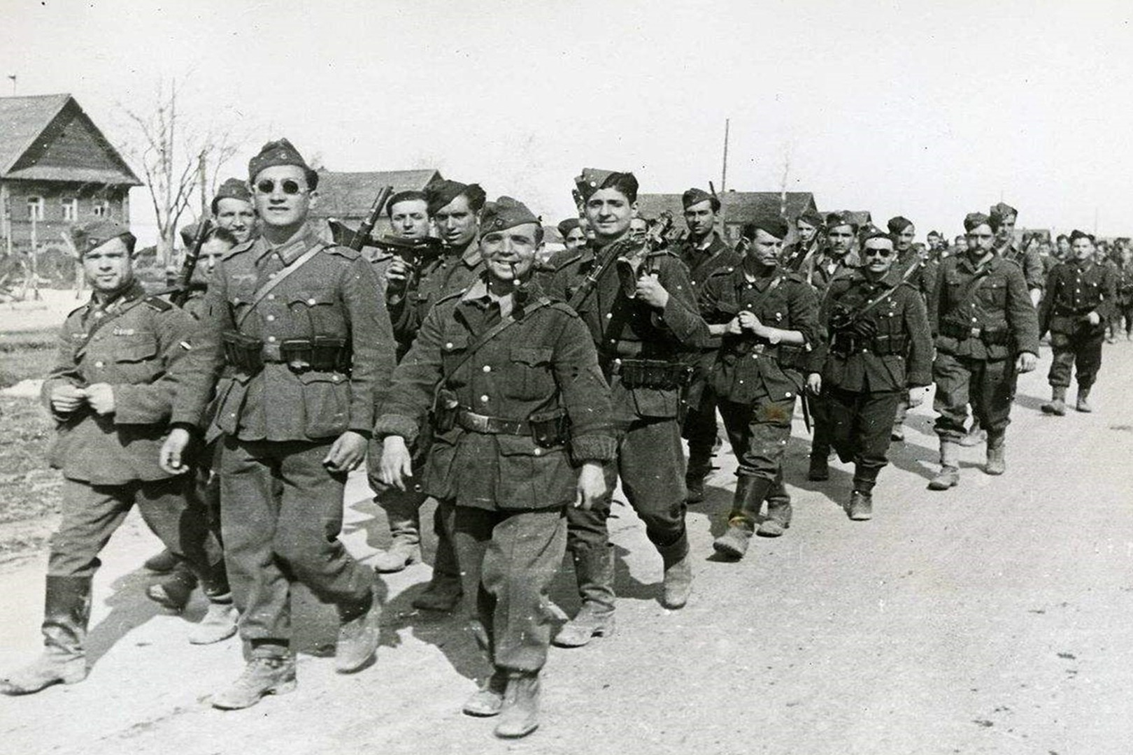 二战时,西班牙为什么能躲过战火的袭击?全因此人在各国之间周旋