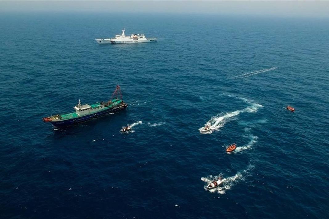 冲突一触即发!4000吨海警船直接撞上护卫舰,为夺石油不择手段