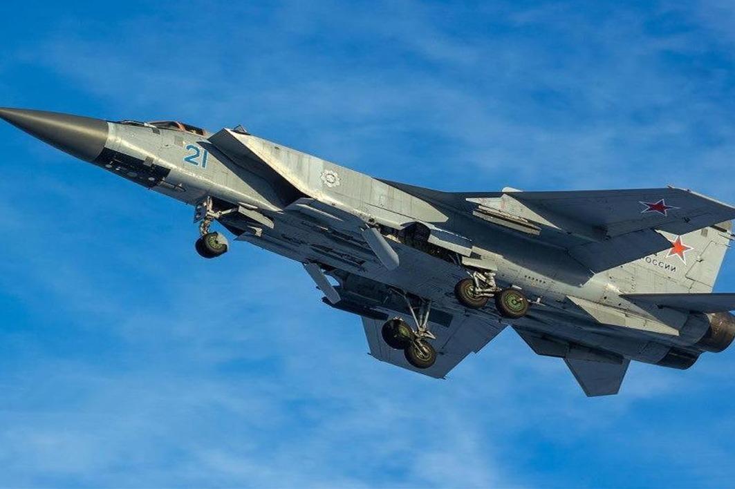 全球首款不锈钢战机,飞行速度超过3马赫,快到美军导弹都追不上