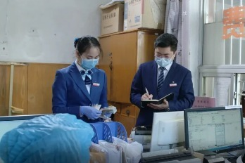 新时代中旅人——在爱中前行:温县支行郑丽娟的一天