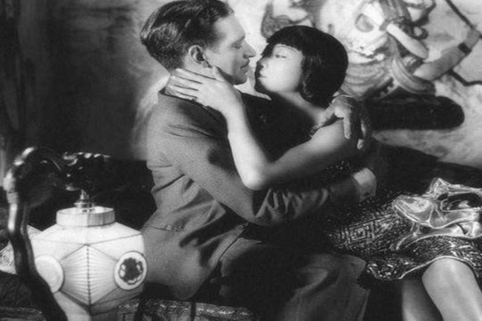 第一位获国际认可的华裔女演员,为抗日战争做出贡献却被辱骂多年