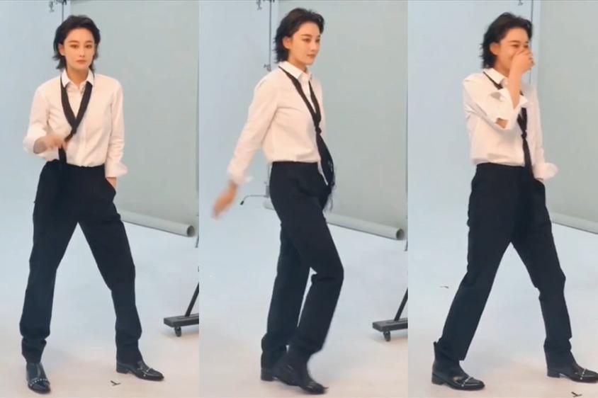 张馨予片场秀太空步,步伐僵硬逗乐自己,黑西裤白衬衫又帅又撩