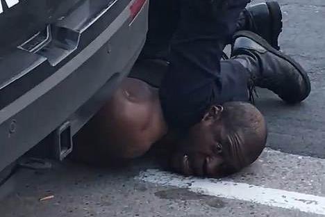 《纽约时报》完整还原黑人受害致死事件