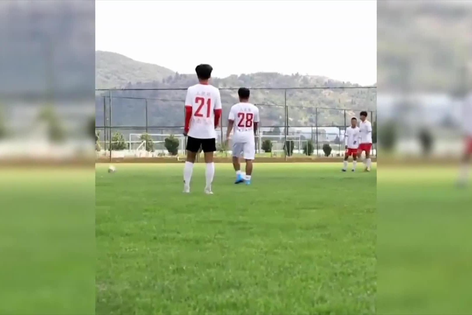 技术娴熟 云南水中踢球小伙进中乙队试训 他能进国足吗?