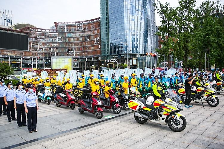 化身禁毒志愿者 重庆快递外卖骑手助力全民禁毒宣传